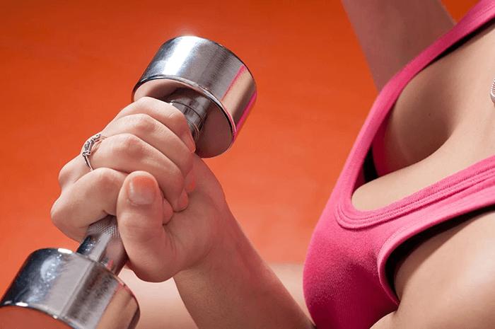 Как укрепить грудь упражнения для подтяжки груди для женщин